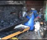 Incêndio atinge garagem no Bairro Salatiel em Caratinga