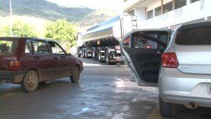 motoristas-ficam-esperando-reducao-no-preco-da-gasolina-e-diesel-que-ainda-nao-chegou-nas-bombas-em-caratinga-00_00_52_17-quadro010