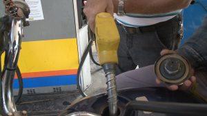 motoristas-ficam-esperando-reducao-no-preco-da-gasolina-e-diesel-que-ainda-nao-chegou-nas-bombas-em-caratinga-00_00_57_15-quadro011